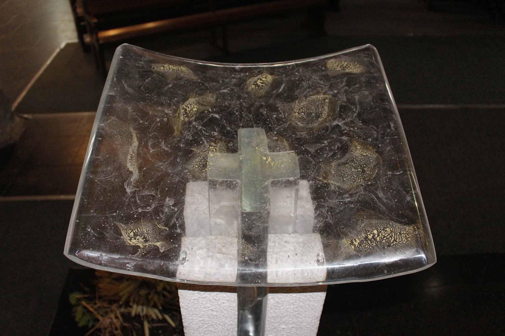 Ambon en verre église notre dame de Douai par le Maître Verrier Olivier Juteau
