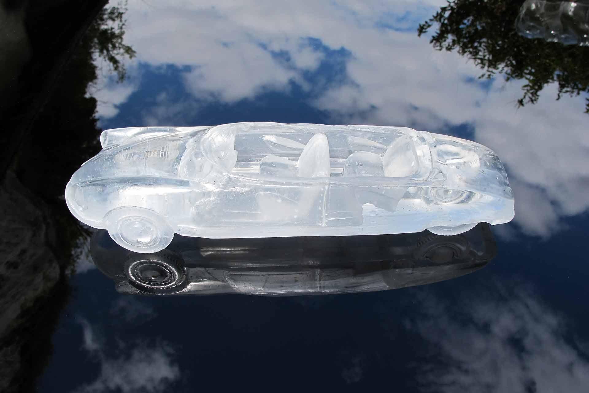 Miniature en verre d'automobile DS Citroên pour Orozco par Olivier Juteau Maitre Verrier