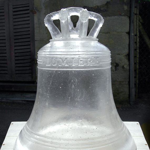 Cloche en Verre d'église réalisée sur commande par la Maitre Verrier Olivier Juteau