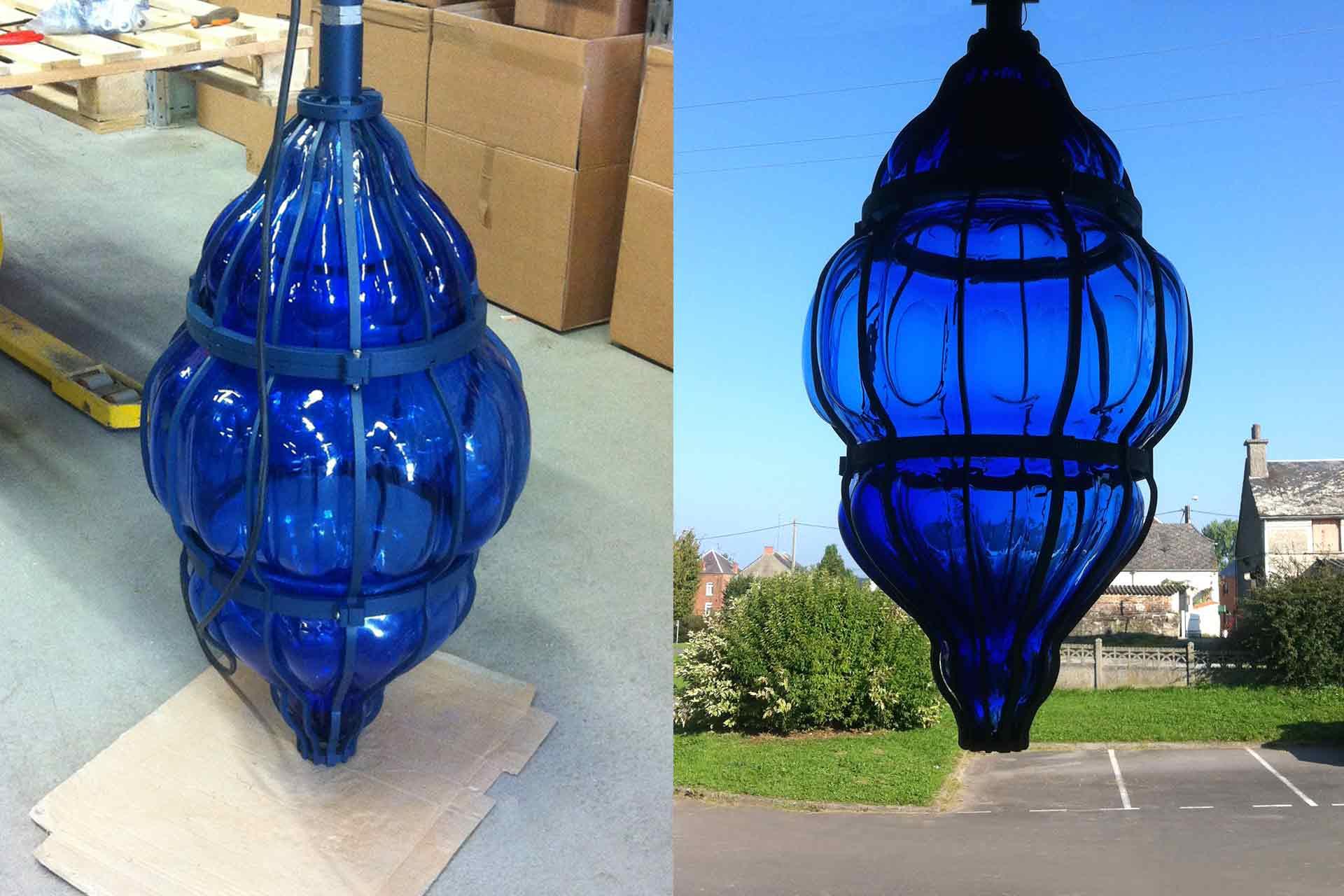 Verrier artisan fabricant des Lanternes en verre bleu nuit de la ville de Valenciennes réalisation par Olivier Juteau Maître Verrier