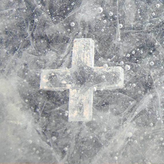 Table en cristal de l'Oratoire de Sainte Bernadette à Lourdes. Réalisation par le Maître Verrier Olivier Juteau design David Pons.