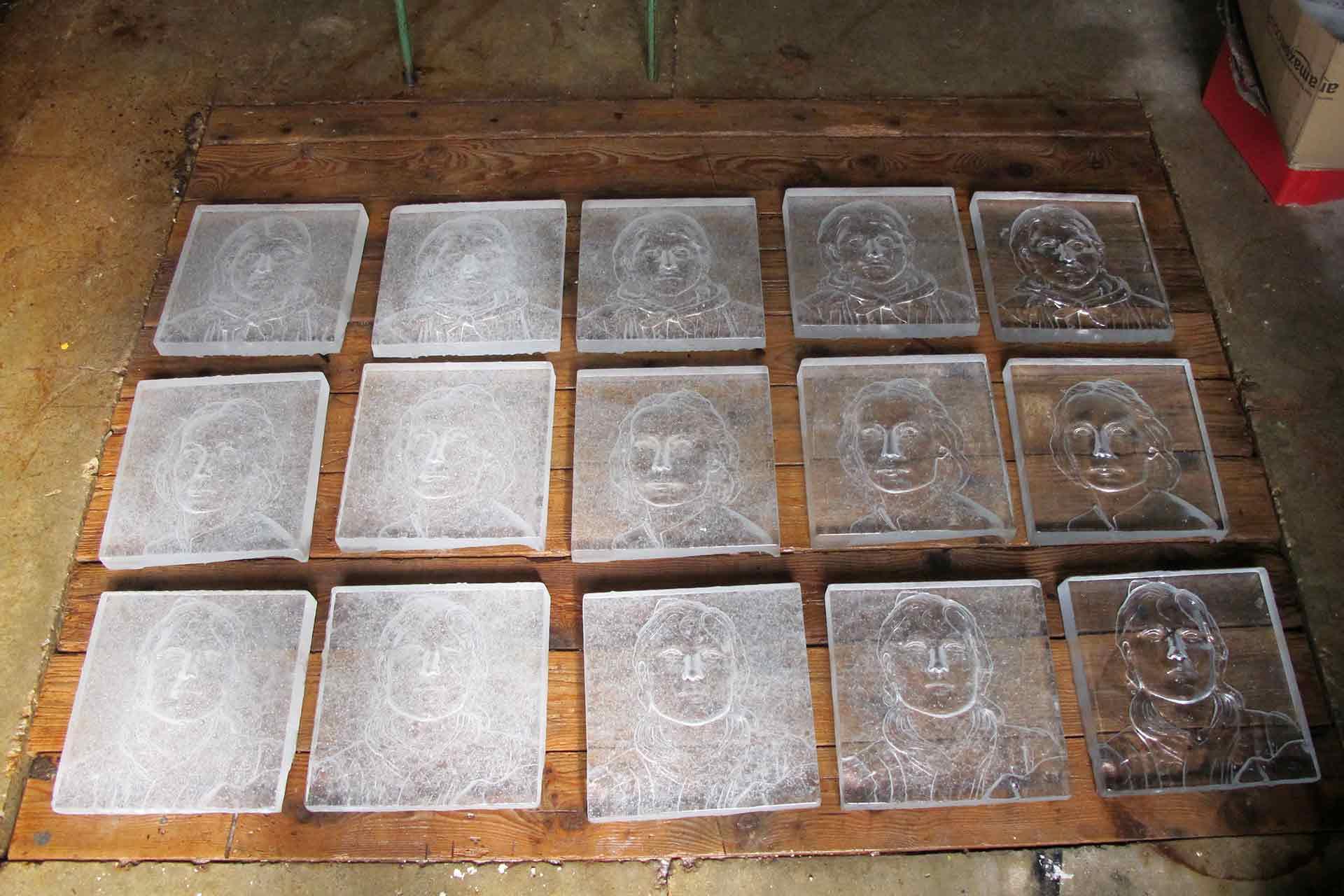 Dalles en pâte de verre représentant des visages Archives Nationales Maitre Verrier Olivier Juteau