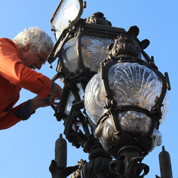Maitre Verrier Restaurateur des candélabres du Pont Alexandre III Paris - OLivier Juteau