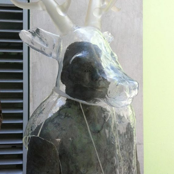 Sculpture de buste vache en verre sur personnage en bronze Maître Verrier Olivier Juteau.