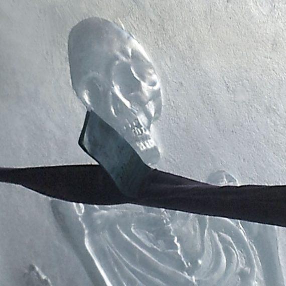Sculpture d'un squellette en verre pour Jean Divry Olivier Juteau Maître Verrier
