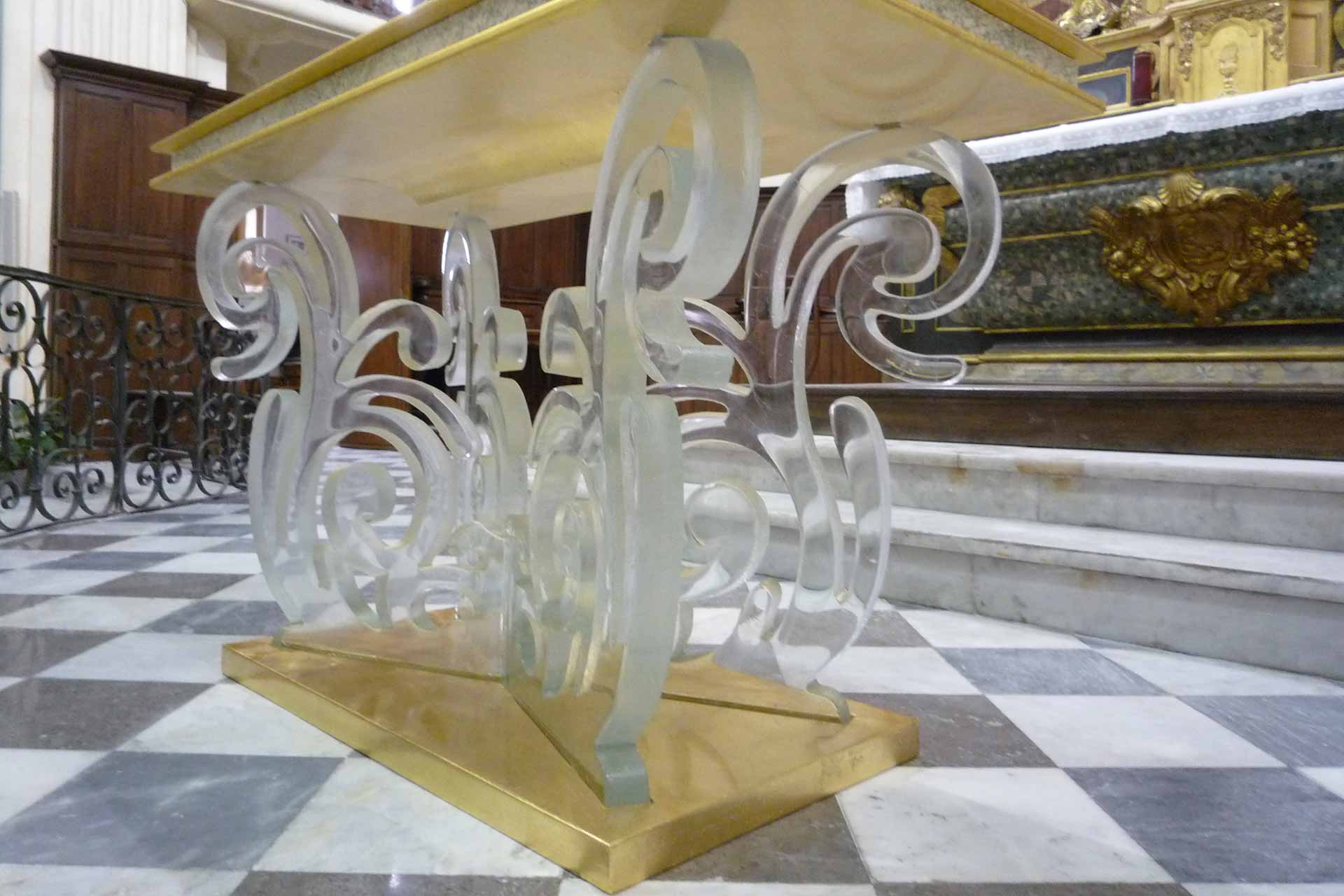 Verrier fabricant de l'autel en cristal de la paroisse de Martigues Maître Verrier Olivier Juteau