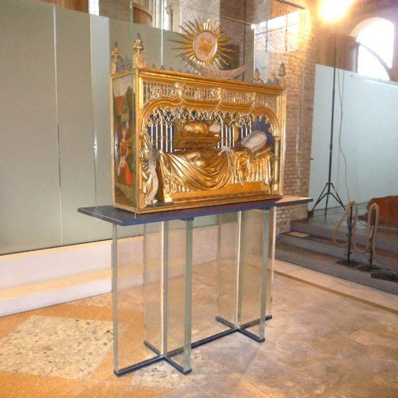 Table en verre église de bourbourg réaliée par le Maître Verrier Olivier Juteau