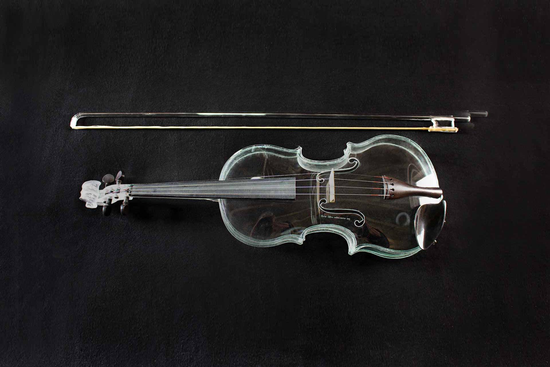 Violon Stradivarius en verre, sculpture en verre réalisée par le Maitre Verrier Olivier Juteau